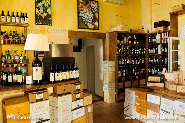 Italy, Bolgheri: Tenuta San Guido's wine bar/store